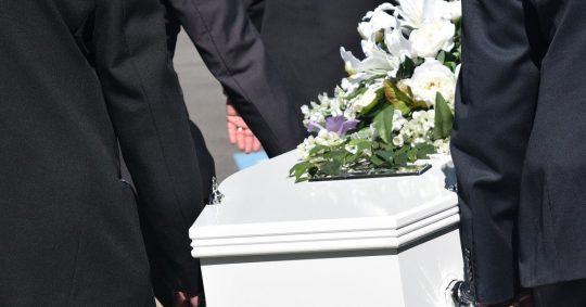 Få hjælp til begravelse eller bisættelse hos din lokale bedemand